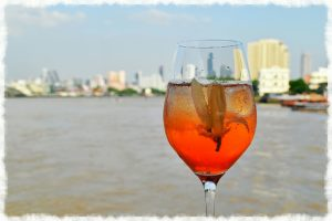romatic-cocktail-cruise_10-fun-things-to-do-in-bangkok-for-couples