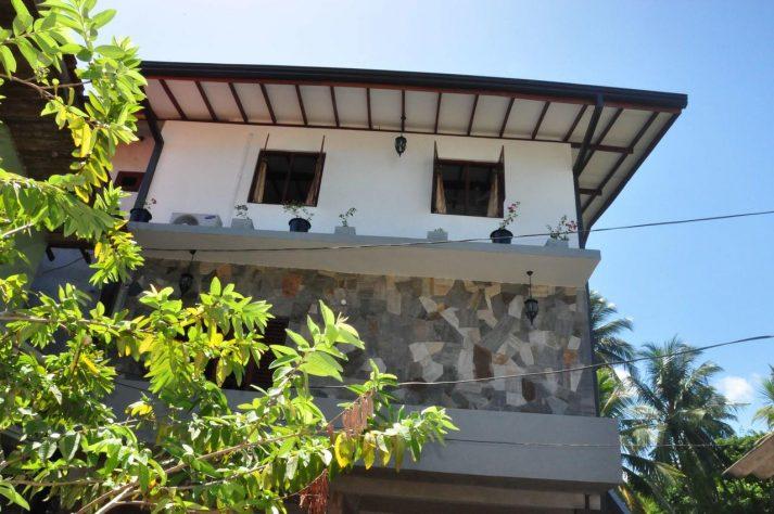 Asantha Guesthouse outside