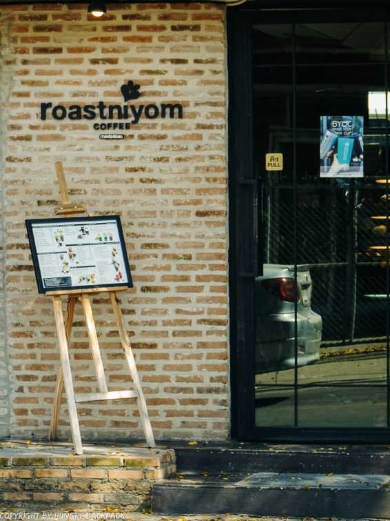 Cafes to work from_chiang mai_Nimman_Roastniyom outside sign2