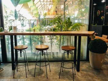 Cafes to work from_chiang mai_Santitham_MDL_inside AC room high chairs