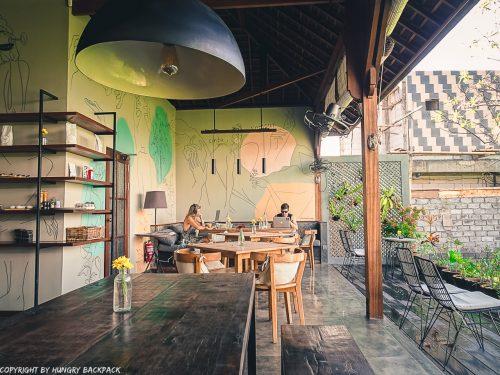 work-friendly cafes Canggu_Cinta Cafe_digital nomads at work