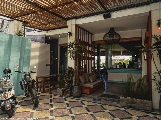 work-friendly cafes Canggu_disctrict cafe_entrance