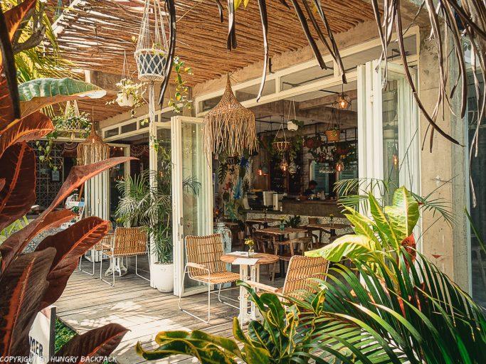 work-friendly cafes Canggu_mocca cafe_outside