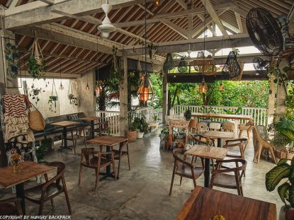 work-friendly cafes Canggu_mocca cafe_upstairs decor
