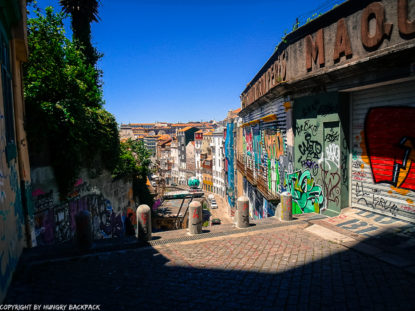 Porto Streetart_Rua Madeira_looking down to Sao Bento