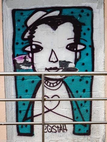 Porto best streetart_boy with heart_Costah_Praça dos Poveiros