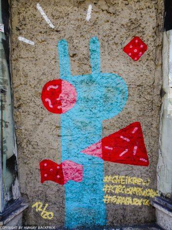 Porto best street art_giraffe Chei Krew_Rua dos Clerigos