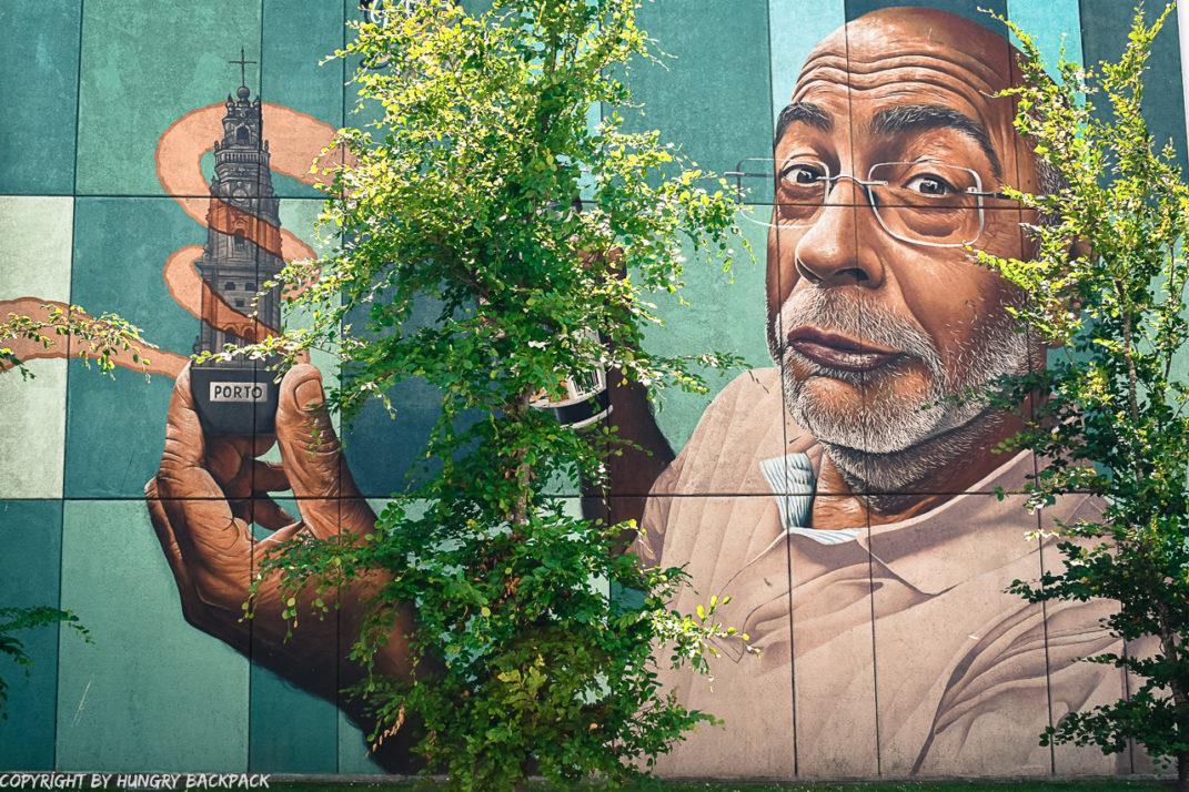 Porto street art_Trinidade_Mr Dheo holding Clérigos Tower