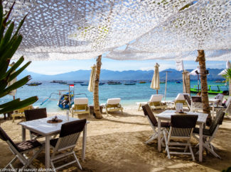 Gili Trawangan on year after earthquake_beautiful beach cafe with sea views