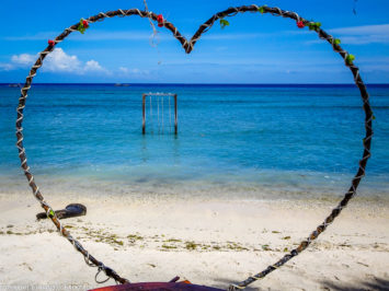 Gili Trawangan on year after earthquake_heart with sunset swings