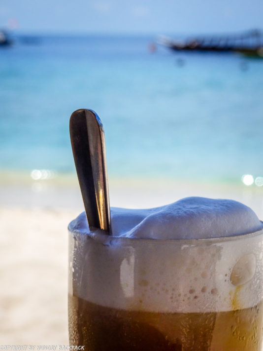 Gili Trawangan on year after earthquake_iced coffee at beach