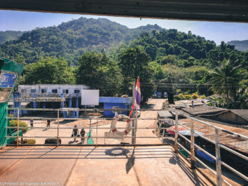 boarding the ferry2_Centerpoint Pier Koh Chang_diy Koh Chang Bangkok